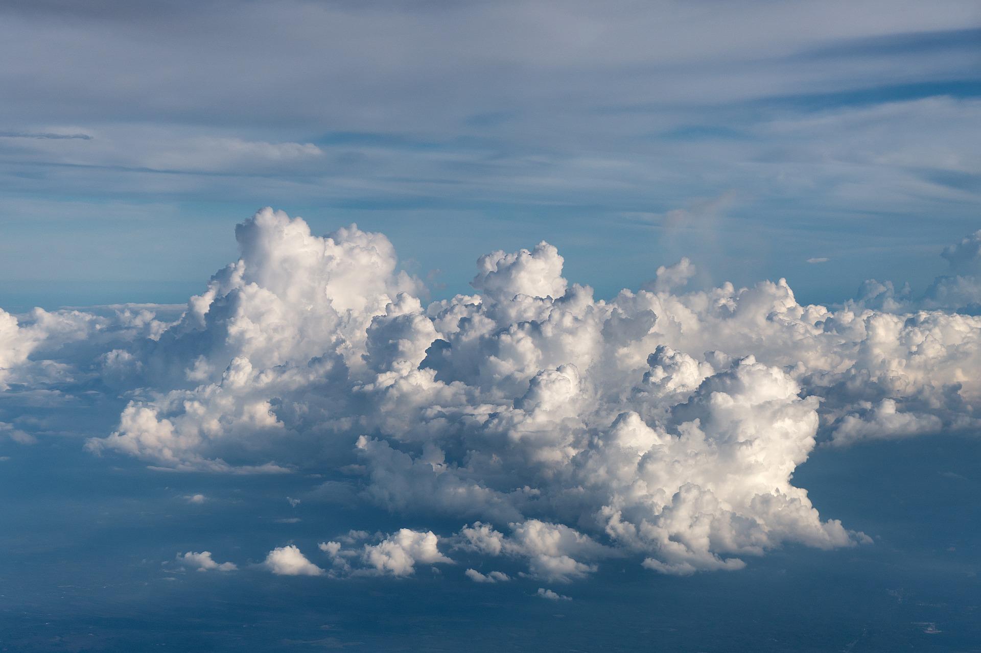 clouds-2085114_1920.jpg